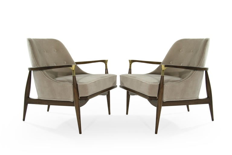 Mid-Century Modern Pair of Modern Brass Accented Walnut Lounge Chairs, 1950s For Sale