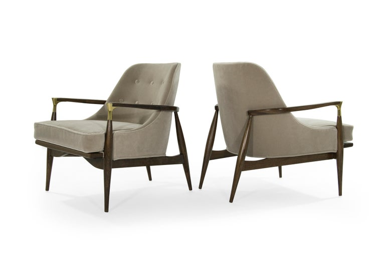 20th Century Pair of Modern Brass Accented Walnut Lounge Chairs, 1950s For Sale