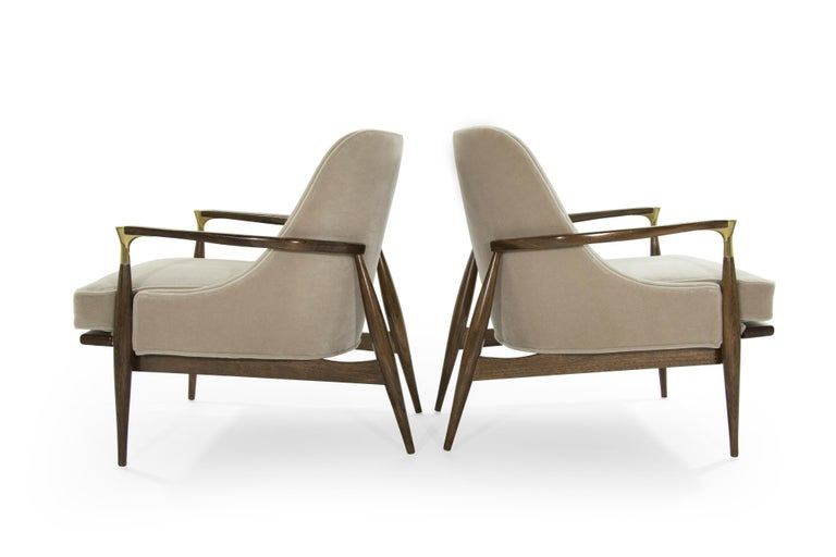 Pair of Modern Brass Accented Walnut Lounge Chairs, 1950s For Sale 1