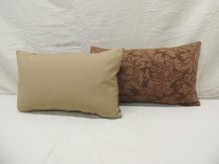 Pair of Modern Brown Tone-on-Tone Matelassé Lumbar Decorative Pillows In Good Condition For Sale In Wilton Manors, FL
