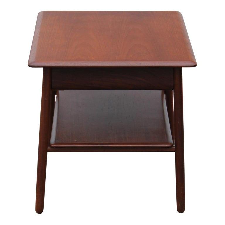 Mid-20th Century Pair of Modern Danish Teak Side or End Tables with Drawers For Sale