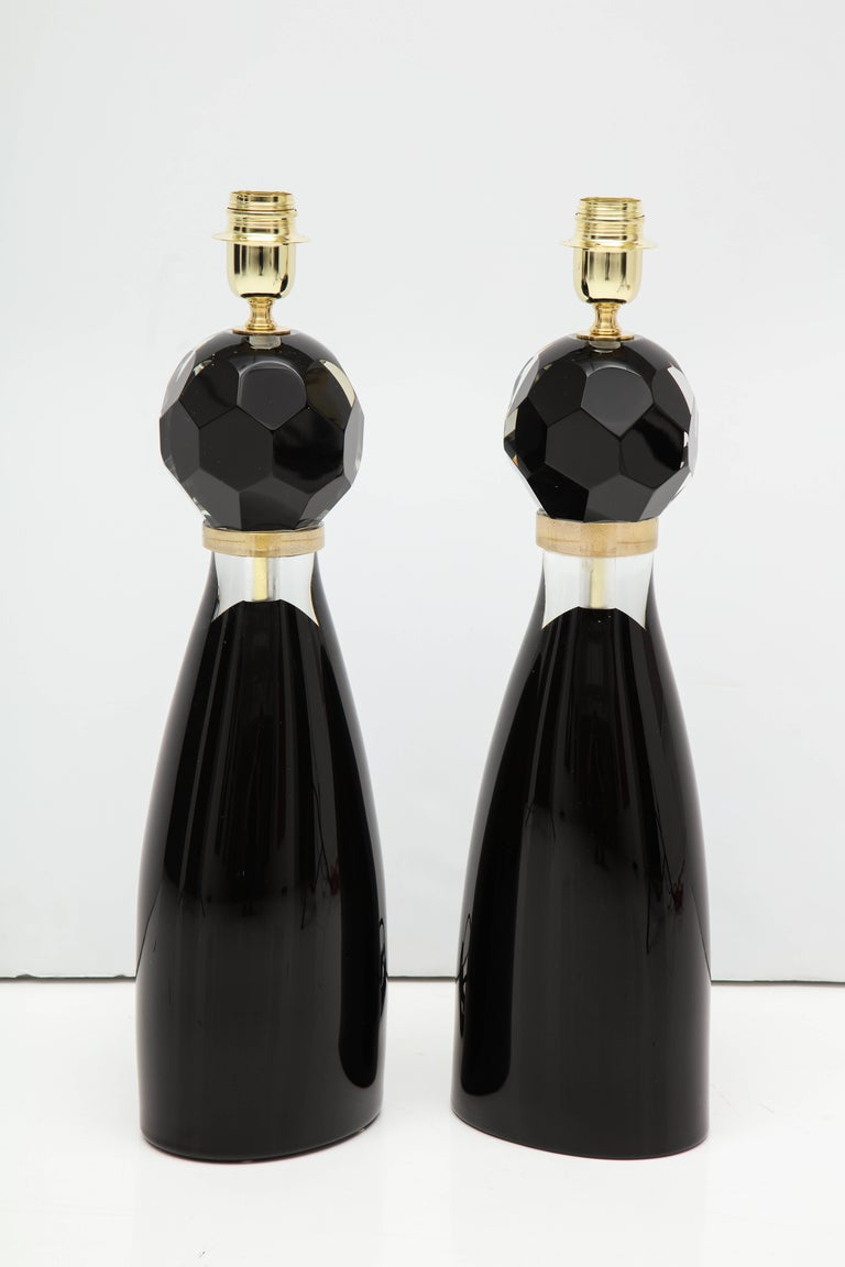 So chic!! Italian handblown Murano glass table lamps, in polished black glass fading to clear just below 23-karat gold flecked rings. Faceted spheres at top taper into a modern minimalistic base. Beautiful design and craftsmanship. Signed by master
