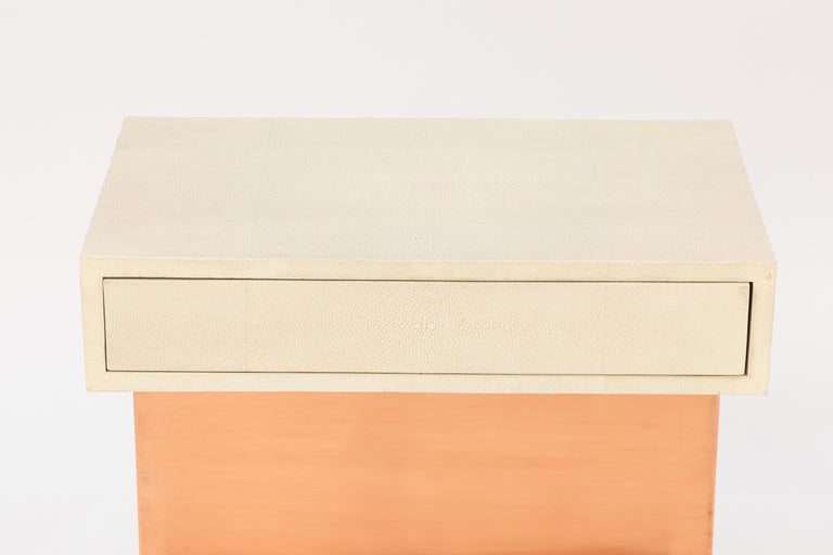 20th Century Pair of Modern Side Tables with Shagreen Tops and Copper Finish For Sale
