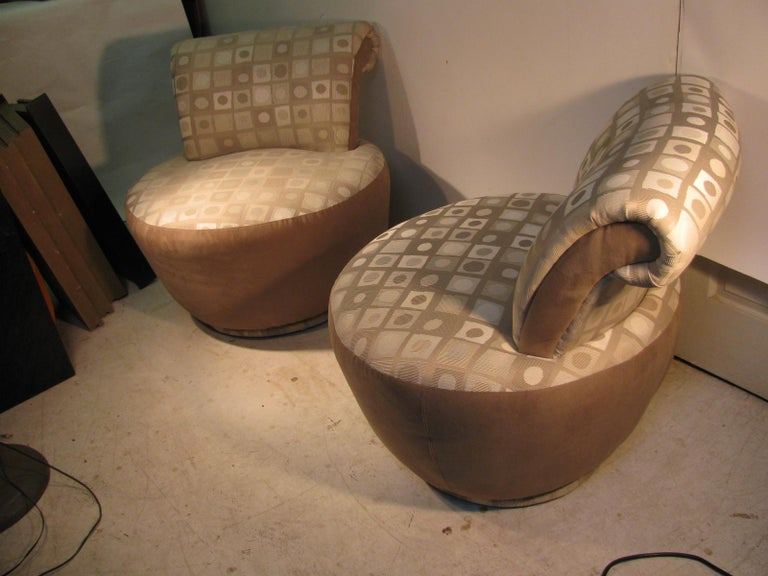 Fabulous pair of two-tone upholstered swivel lounge chairs by Weiman. In very good vintage condition.