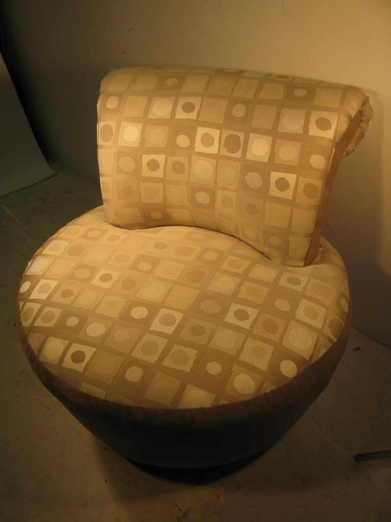 Pair of Mid-Century Modern Swivel Chairs by Weiman For Sale 1