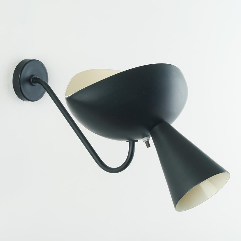 Pair of Modernist Cachan Sconces in Black and White Serge Mouille In Good Condition In New York, NY