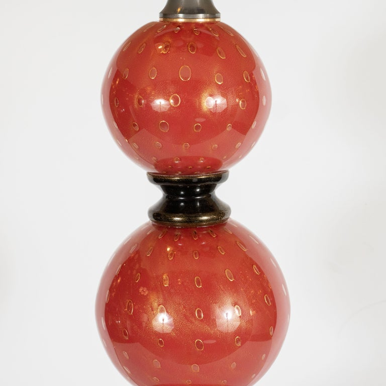 Pair of Modernist Hand Blown Vermilion Murano Glass Banded Spherical Table Lamps In Excellent Condition For Sale In New York, NY