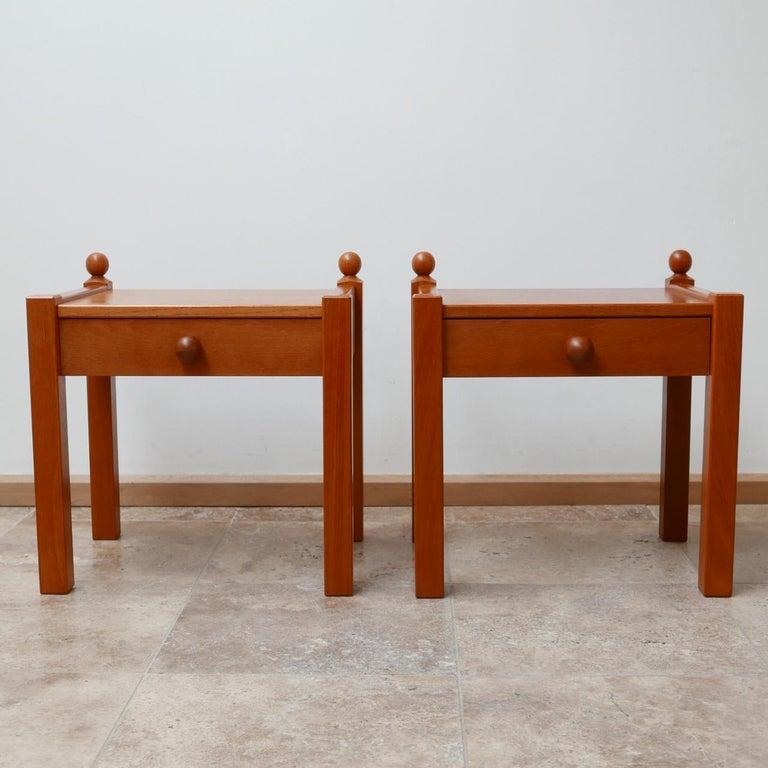 Pair of Modernist Midcentury Bedside Tables or Side Tables For Sale 2