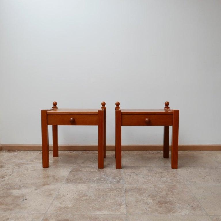Pair of Modernist Midcentury Bedside Tables or Side Tables For Sale 3