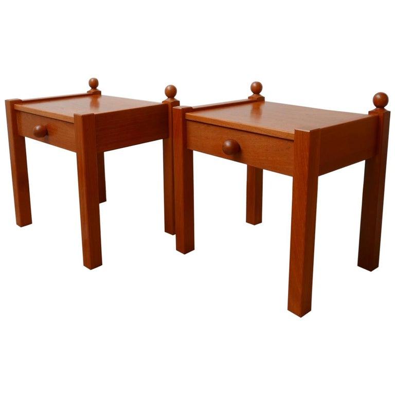Pair of Modernist Midcentury Bedside Tables or Side Tables For Sale