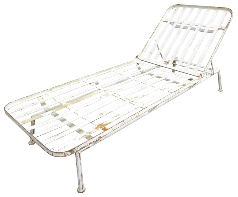 North American Pair of Modernist Outdoor Chaise Lounges For Sale