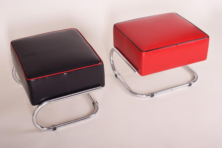 Art Deco Pair of Modernist Tubular Steel Stools, Black and Red Leather, Chrome, 1930-1939 For Sale