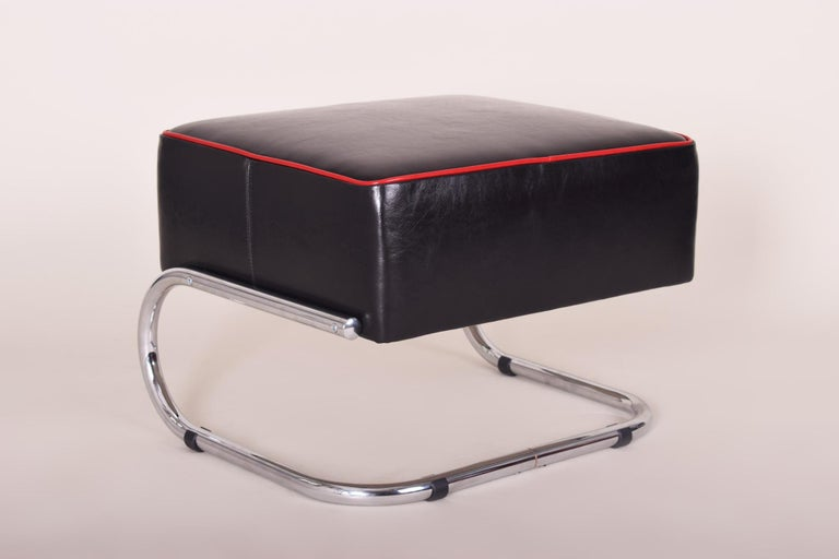 Czech Pair of Modernist Tubular Steel Stools, Black and Red Leather, Chrome, 1930-1939 For Sale