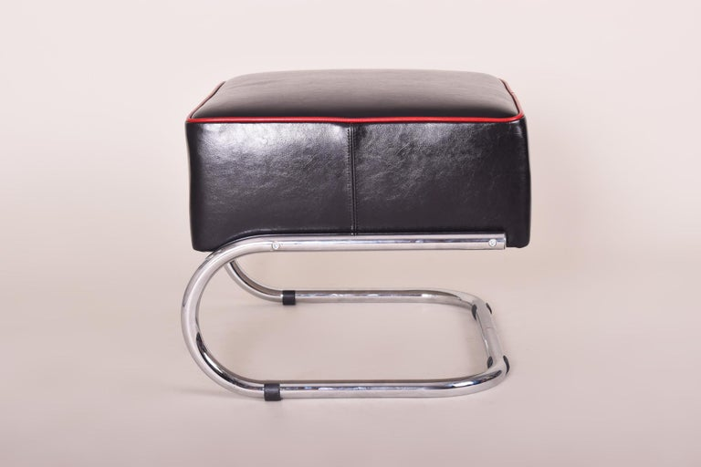 Pair of Modernist Tubular Steel Stools, Black and Red Leather, Chrome, 1930-1939 In Good Condition For Sale In Prague 1, CZ