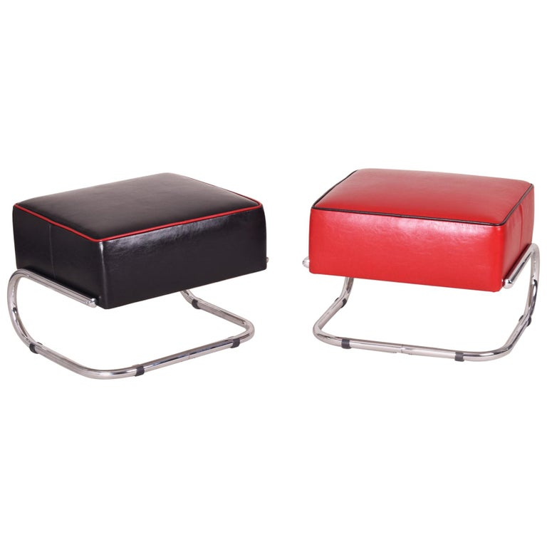 Pair of Modernist Tubular Steel Stools, Black and Red Leather, Chrome, 1930-1939 For Sale