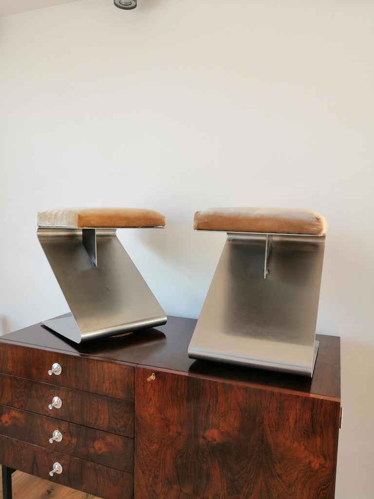 Pair of Modernist Z Shaped Stools Attributed to M. Boyer, France 1970s In Fair Condition In New York, NY
