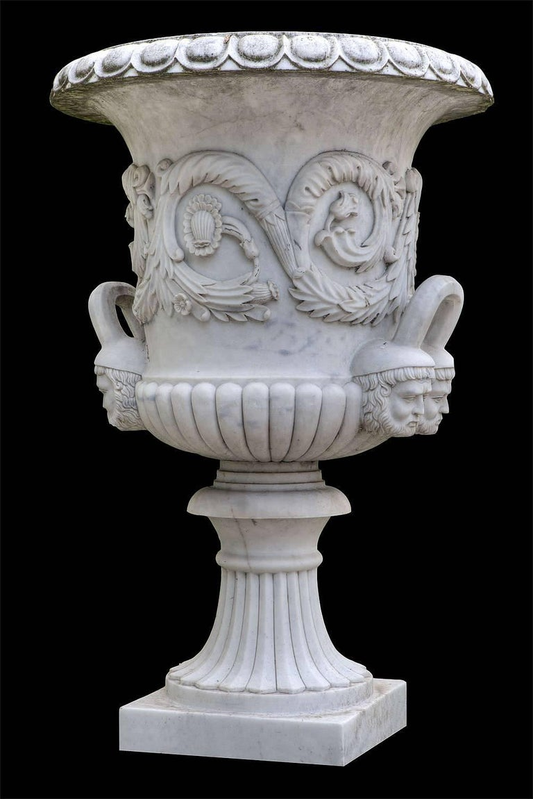 Pair of Monumental White Marble Vases In Good Condition For Sale In Rome, IT
