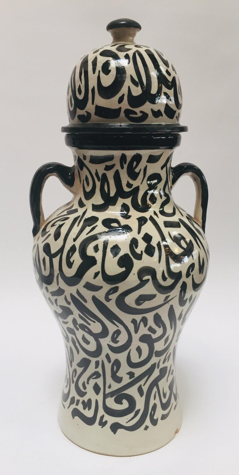 Pair of Moorish Glazed Ceramic Urns with Arabic Calligraphy from Fez In Good Condition For Sale In North Hollywood, CA
