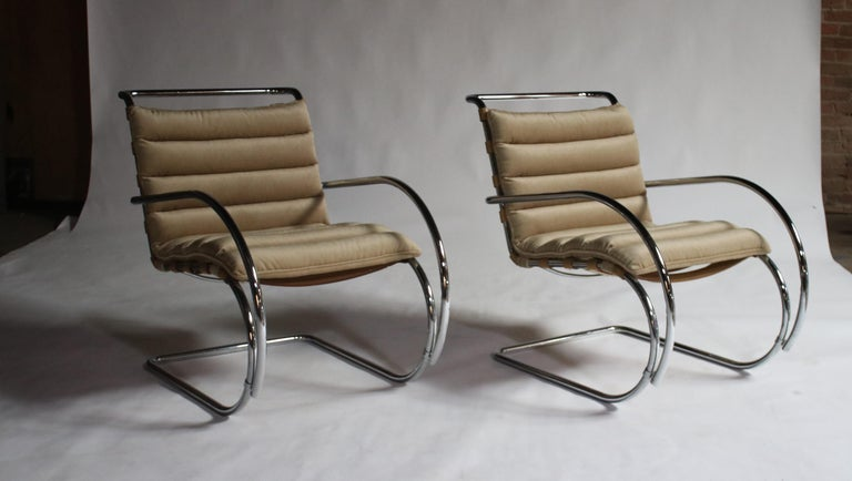 Mid-Century Modern Pair of MR Lounge Armchairs by Mies van der Rohe For Sale