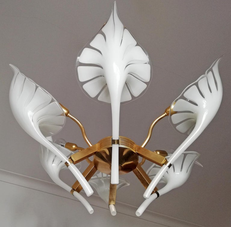 Pair of Murano Calla Lily Chandelier by Franco Luce, Art Glass and Gilt Brass In Excellent Condition In Coimbra, PT