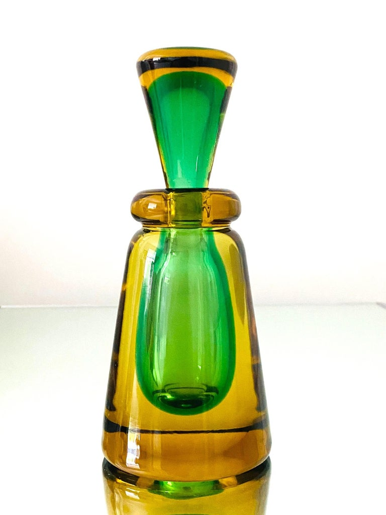 Hand-Crafted Pair of Murano Glass Bottles in Green and Yellow by Flavio Poli, Italy, c. 1960 For Sale