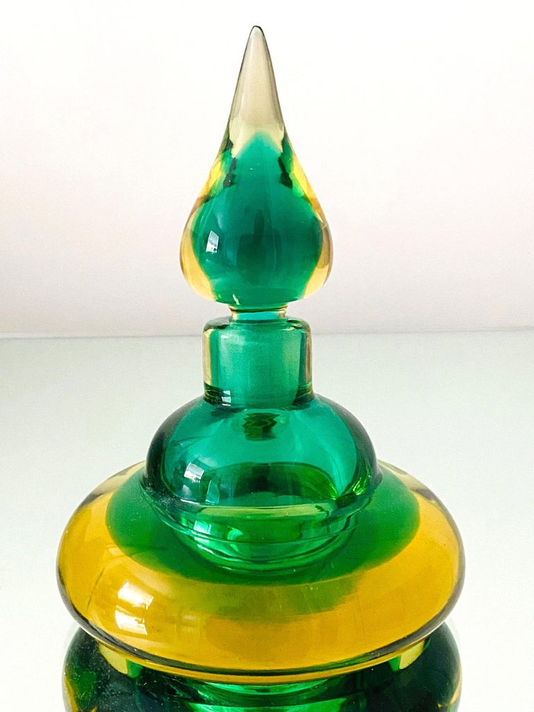 Pair of Murano Glass Bottles in Green and Yellow by Flavio Poli, Italy, c. 1960 In Good Condition For Sale In Fort Lauderdale, FL