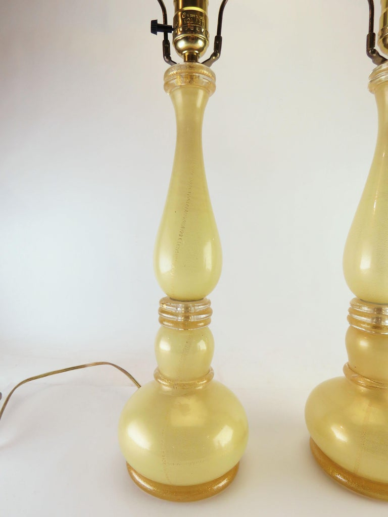 Italian Pair of Murano Gold Dust Table Lamps, circa 1950s For Sale