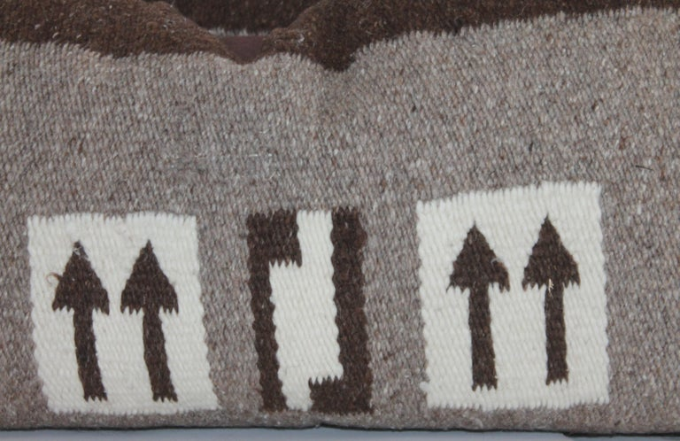 This pair of folky arrow Navajo Indian weaving pillows are in good condition and have brown cotton linen backing. The inserts are down and feather fill.
