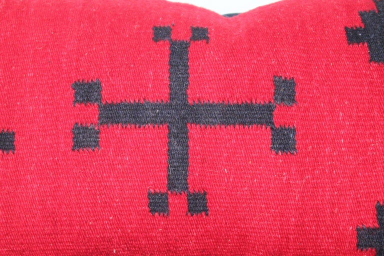 These punchy red and blue geometric Indian pillows are in good condition and have indigo blue cotton linen backings.