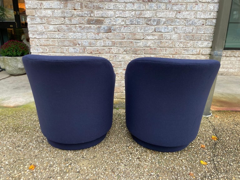Pair of Navy Blue Upholstered Swivel Chairs In Excellent Condition For Sale In East Hampton, NY