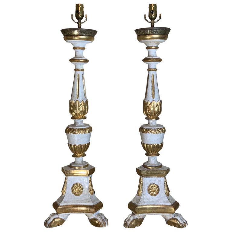 Pair of Neoclassical Italian Carved Gold Giltwood Candlestick Table Lamps For Sale