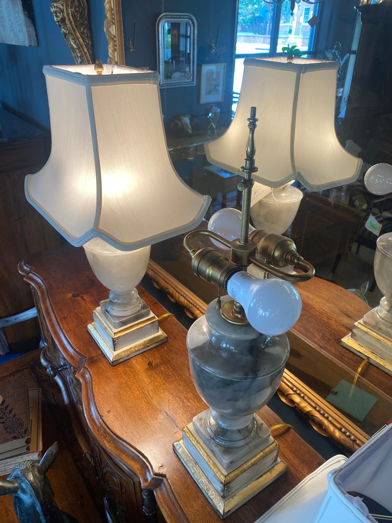 Pair of NeoClassical Onyx Urn Form Table Lamps In Good Condition For Sale In La Plata, MD