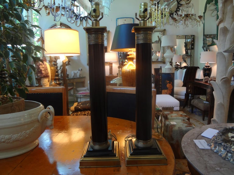 Pair of Neoclassical Style Tole Column Lamps In Good Condition In Houston, TX