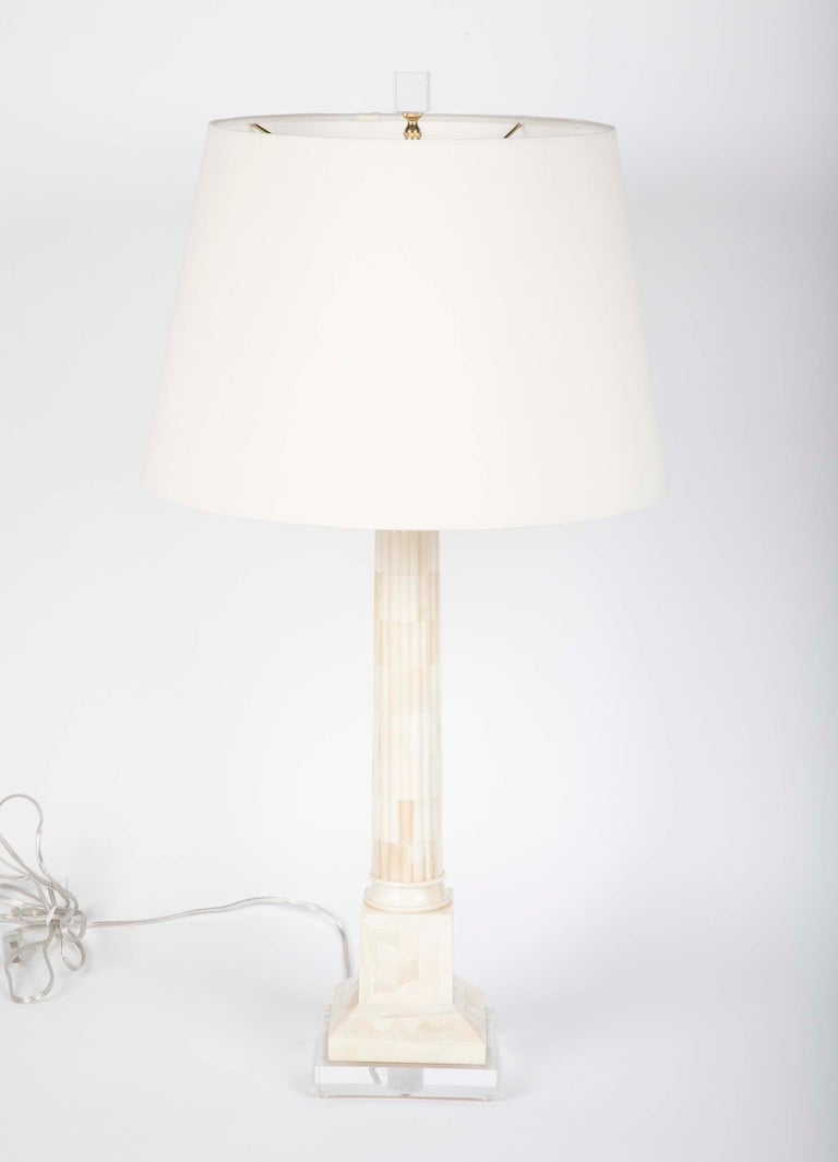 Mid-Century Modern Pair of Neoclassical Style Mid Century Table Lamps on Lucite Bases For Sale