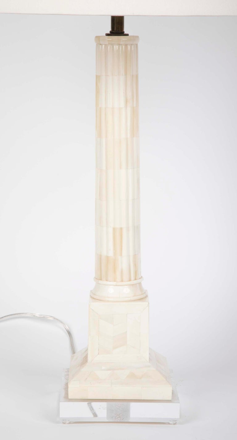 Polished Pair of Neoclassical Style Mid Century Table Lamps on Lucite Bases For Sale