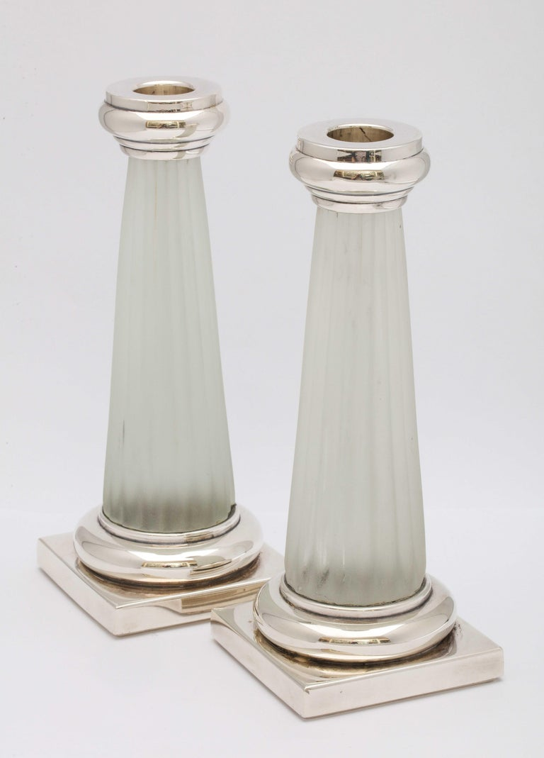 Pair of Neoclassical Style Sterling Silver, Mounted Frosted Glass Candlesticks In Good Condition For Sale In New York, NY