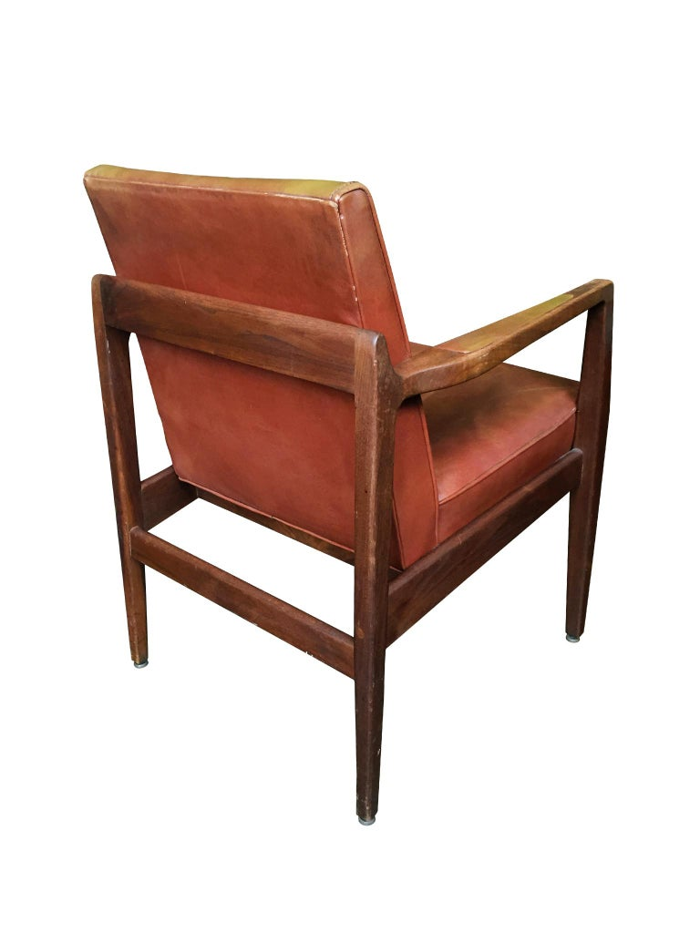 Mid-Century Modern Pair of Newly Restored Midcentury Leather Armchairs in the Style of Jens Risom For Sale