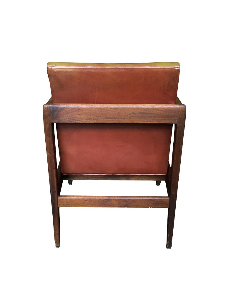 Pair of Newly Restored Midcentury Leather Armchairs in the Style of Jens Risom In Good Condition For Sale In New York, NY
