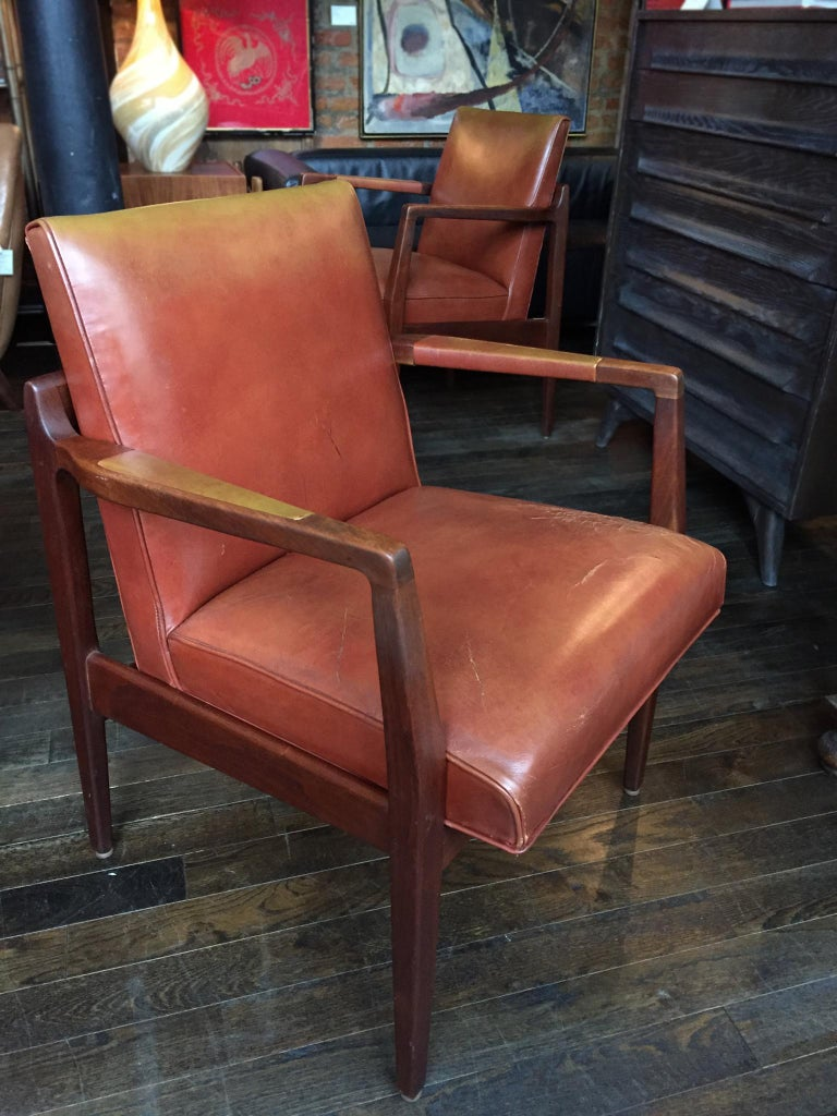Pair of Newly Restored Midcentury Leather Armchairs in the Style of Jens Risom For Sale 1