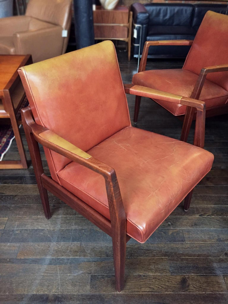 Pair of Newly Restored Midcentury Leather Armchairs in the Style of Jens Risom For Sale 3