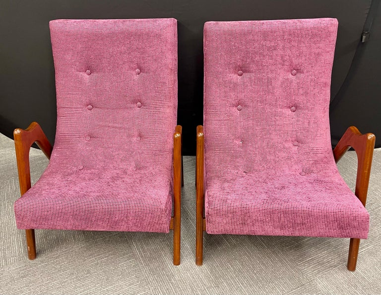 Pair of Newly Upholstered Mid-Century Modern Armchairs In Good Condition For Sale In Stamford, CT
