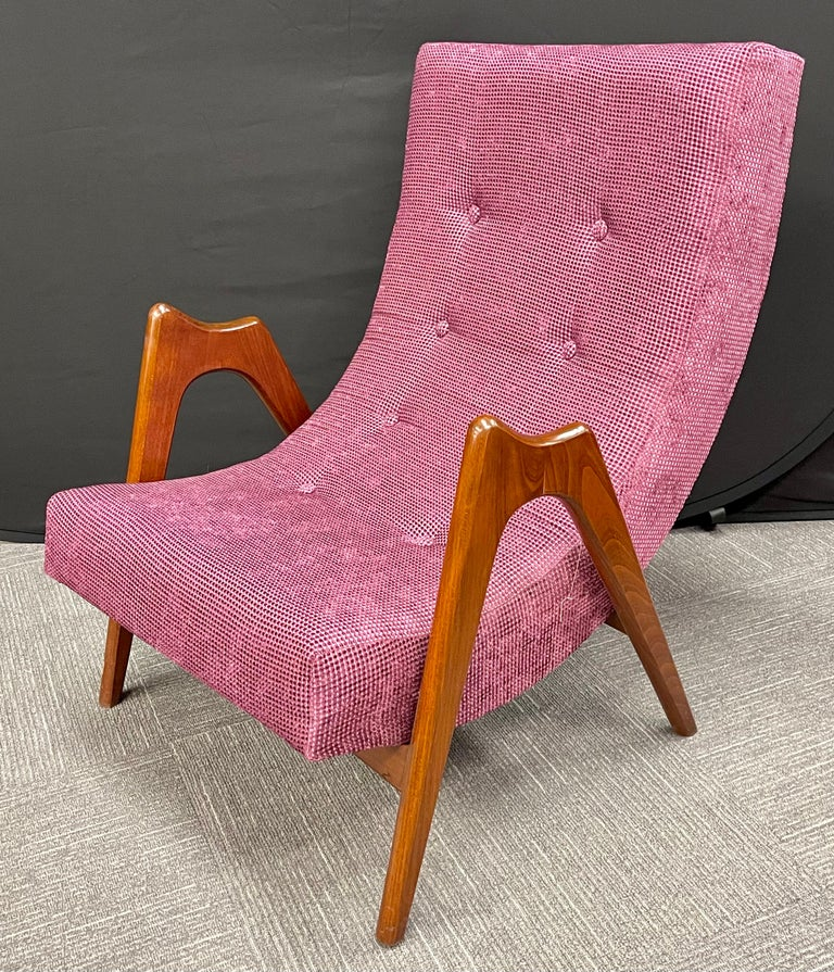20th Century Pair of Newly Upholstered Mid-Century Modern Armchairs For Sale