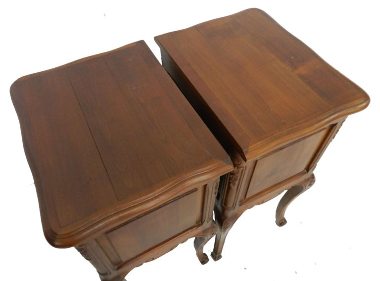 Pair of Nightstands French Side Cabinets Bedside Tables, 20th Century For Sale 2