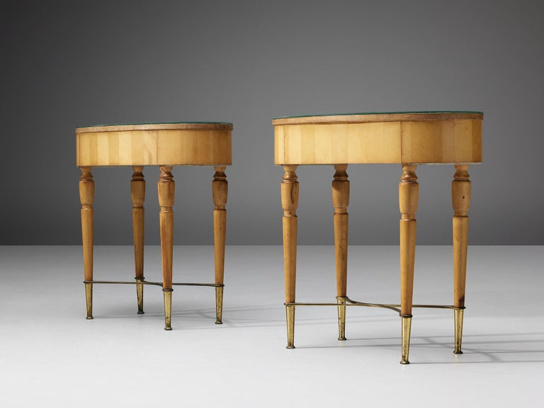 Pair of Nightstands in Beech and Brass In Good Condition For Sale In Waalwijk, NL