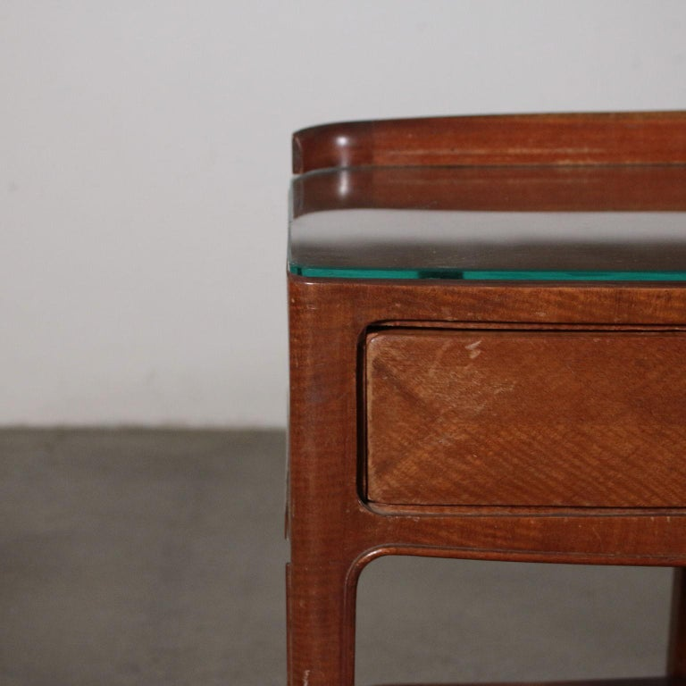Pair of Nightstands Mahogany Veneer Glass Vintage, Italy, 1950s In Good Condition For Sale In Milano, IT