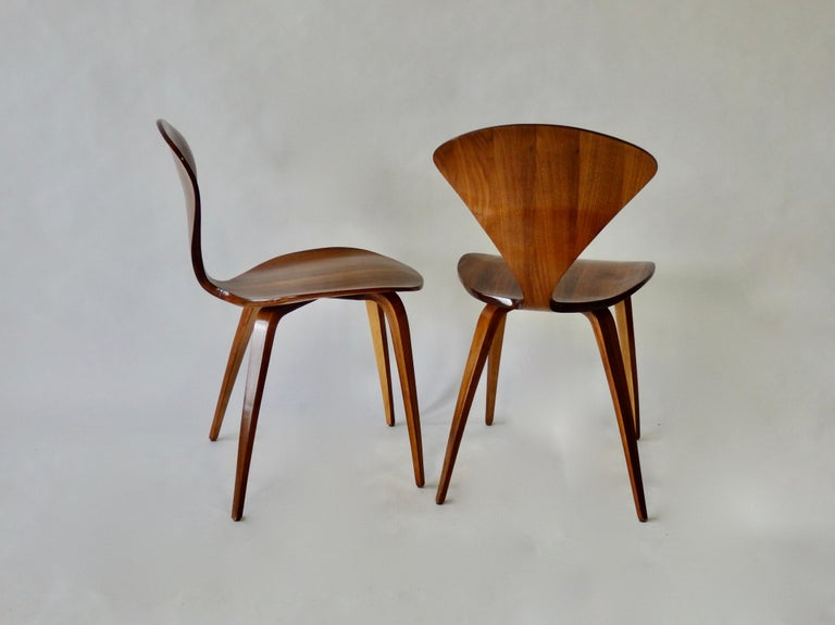 Mid-Century Modern Pair of Norman Cherner for Plycraft Side Chairs For Sale