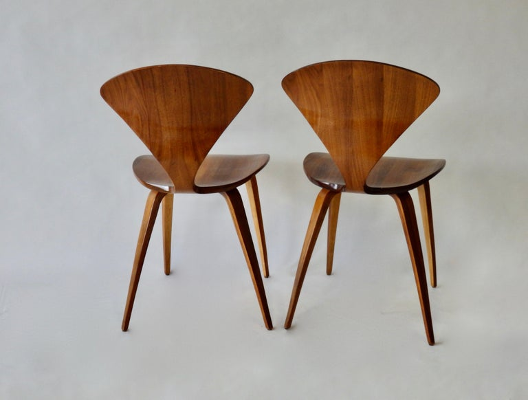 20th Century Pair of Norman Cherner for Plycraft Side Chairs For Sale