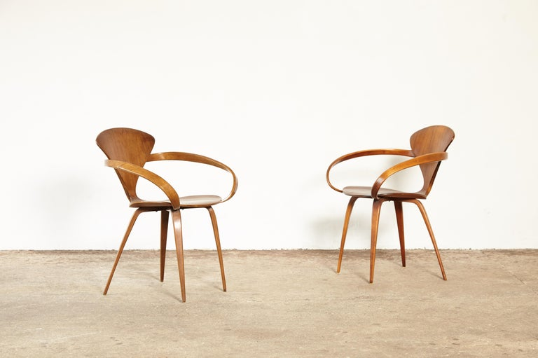 A pair of original Norman Cherner pretzel dining chairs, made by Plycraft, USA in the 1960s. Bentwood frames. Priced for the pair. In very good vintage condition.     UK customers please note:    displayed prices do not include VAT.