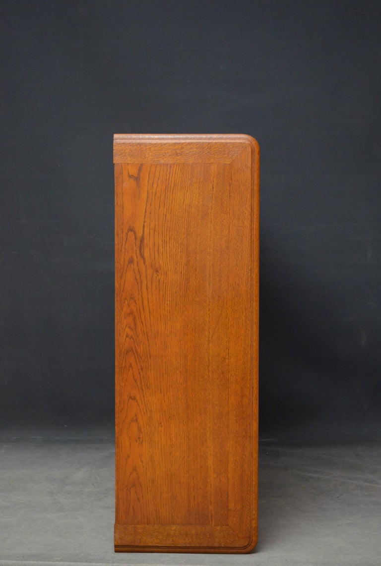 Edwardian Pair of Oak Open Bookcases For Sale