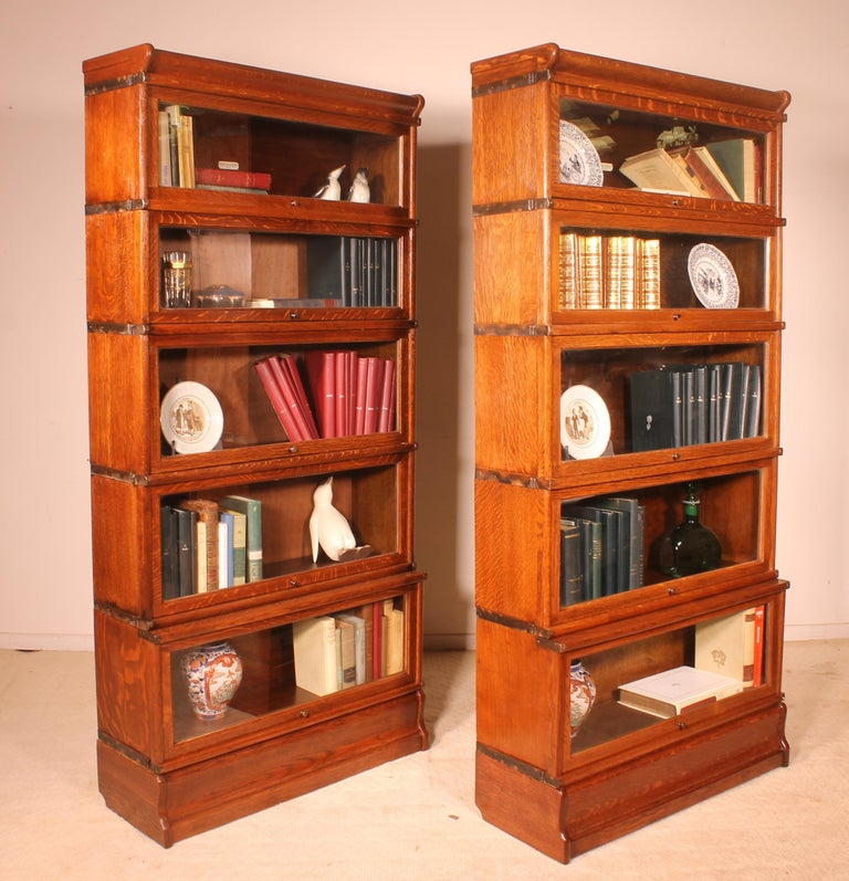 Beautiful pair of stacking bookcase in oak Globe Wernicke late 19th-early 20th century  Beautiful furniture that can serve as a bookcase or showcase that has very interesting dimensions.   Libraries is composed of 5 elements that decrease from
